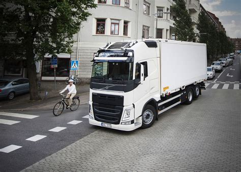 volvo truck and 2017 volvo trucks safety report focuses on vulnerable road