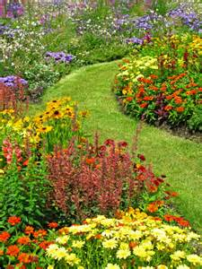 should i use mulch or gravel in my flower garden grillo services