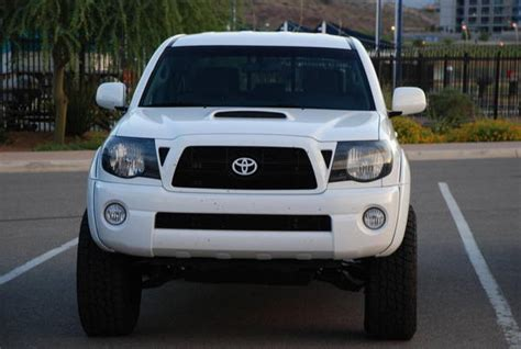 toyota ta grille blackout the front grille toyota emblem tacoma world