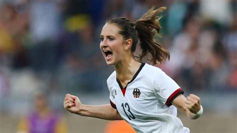 deutsche frauenfussball nationalmannschaft steht bei