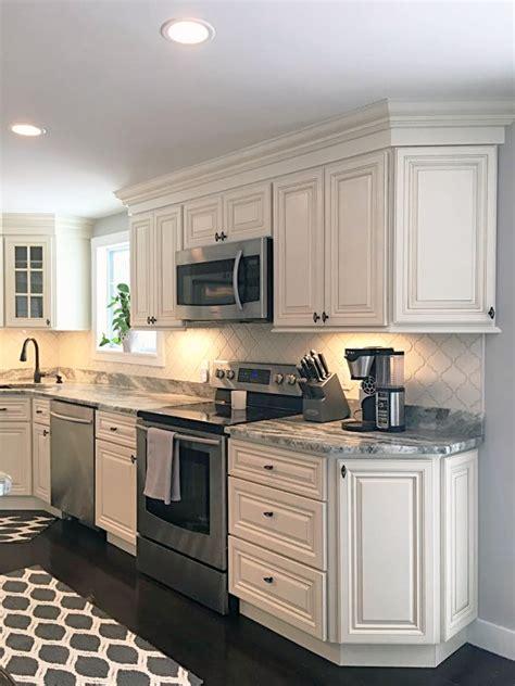 jsi wheaton kitchen cabinets jsi cabinetry s wheaton cabinets with brown