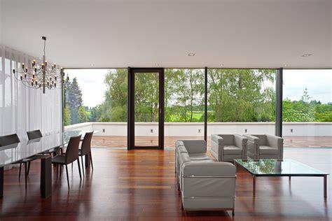 esszimmer einrichtung 1440 esszimmer mit bodentiefer rundum verglasung bauemotion de