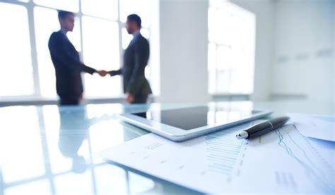 Business Table by Jeffrey Pfeffer Why Companies No Longer Reward Loyal