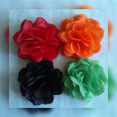 como hacer flores de tela para cintillos flores de tela al