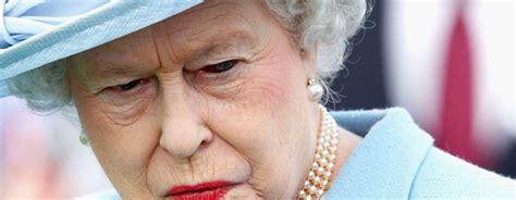 shape shifting queen elizabeth shapeshifting on live tv goes viral