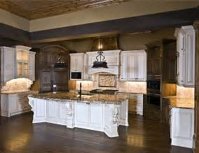 Elegant Retro Style Kitchen Designs With White And Brown Cabinets