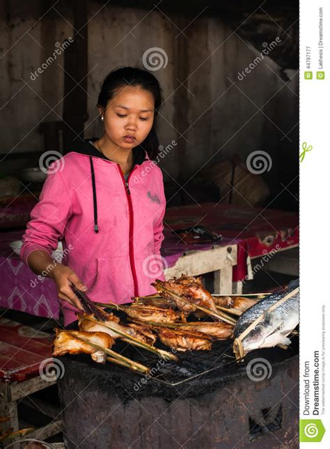 Asian Street Meat Com - woman selling traditional asian style food at street
