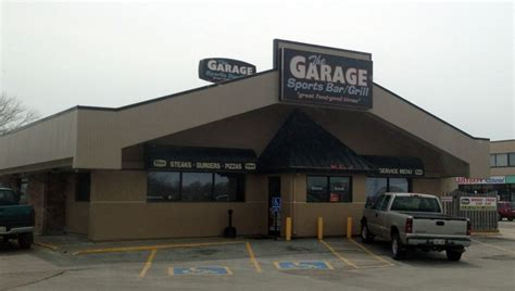 sports bars lincoln ne the garage sports bar grill scooter s bar guide