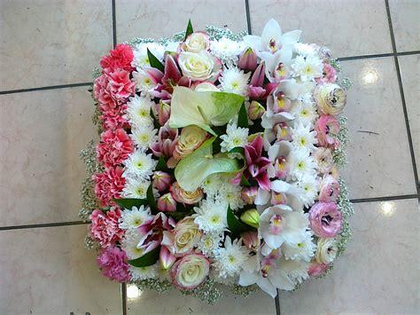 coussin de fleurs pour deuil coussin rond langlet fleurs deuil provins seine et marne 77