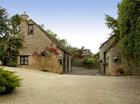 cottages in bibury self catering accommodation
