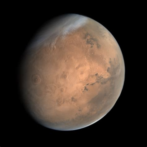 the color of mars true color image of mars acquired by india s mars orbiter