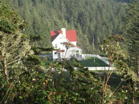 heceta head lighthouse bed and breakfast overlooking heceta head lighthouse b b picture of heceta head lighthouse bed and