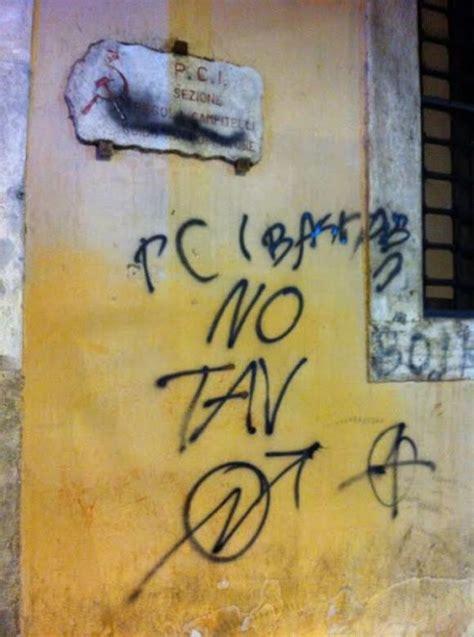 sede pd a roma i no tav assaltano la storica sede pd a roma 1 di 7