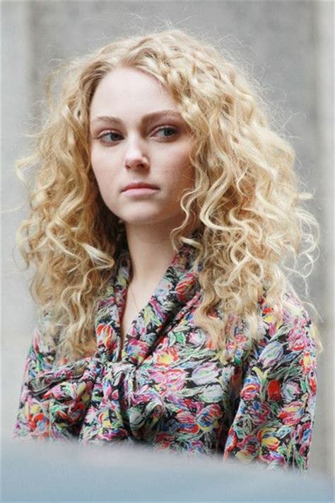 carrie diaries hairstyles i want her hair annasophia robb as carrie bradshaw in the