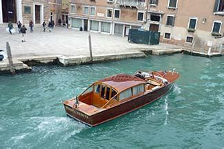 boten in venetie a warning about water taxis venice travel blog