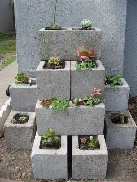 cinder block flower bed creative concrete block flower bed huis diy pinterest