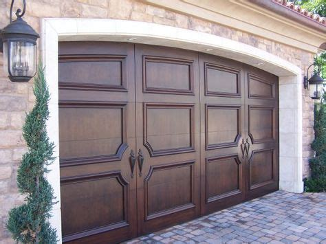 Crown Garage Doors by 1000 Ideas About Sectional Garage Doors On