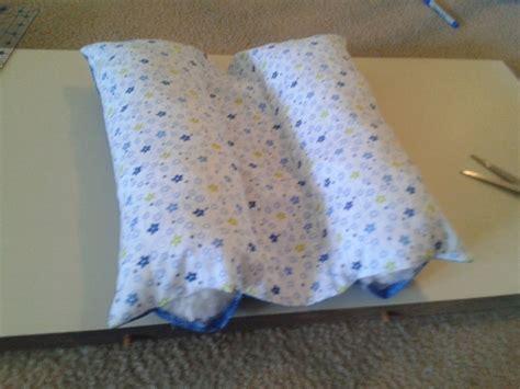 Travel Pillow Tutorial by 25 Best Ideas About Seatbelt Pillow Tutorial On