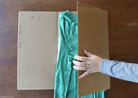 Best Way To Fold T Shirts For Drawers by Make An Easy Diy T Shirt Folding Device From A Cardboard
