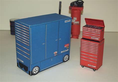 Model Car Garage Diorama Accessories by Items That Come In Automotive Diorama Accessories Kit