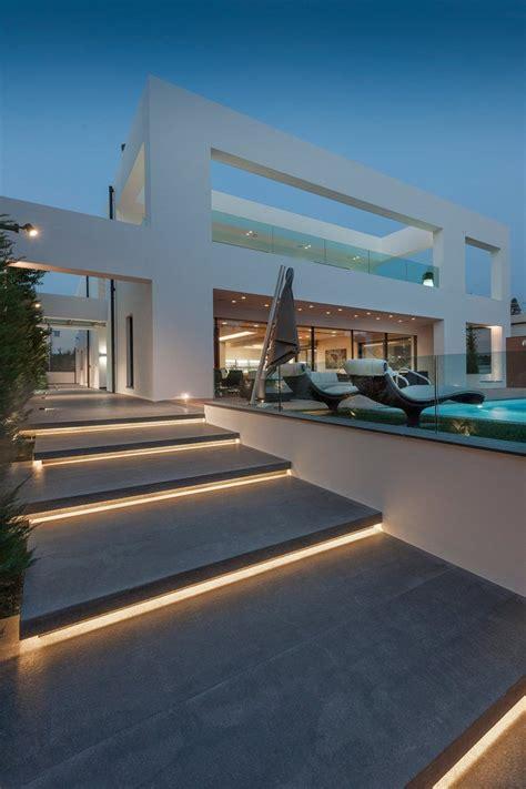 iluminacion arquitectura iluminacion escalones entrada arquitetura casa