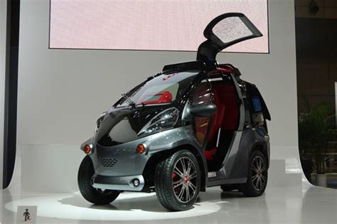 who makes a smart car toyota smart insect city car concept makes the connection