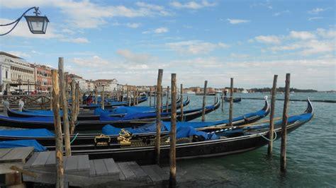 gondola boat porto italy venice port sea boats beautiful gondola hd wallpaper