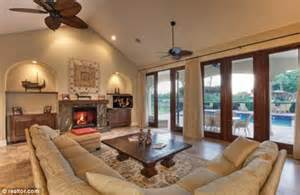 bill gates living room bill gates buys 8 7 million florida mansion to help