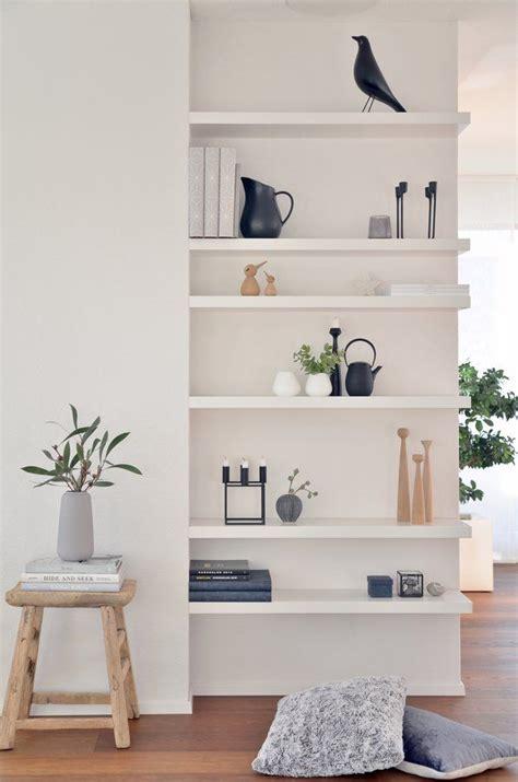 how to decorate bookshelves in living room 1000 ideen zu trockenbau auf flur l 228 ufer