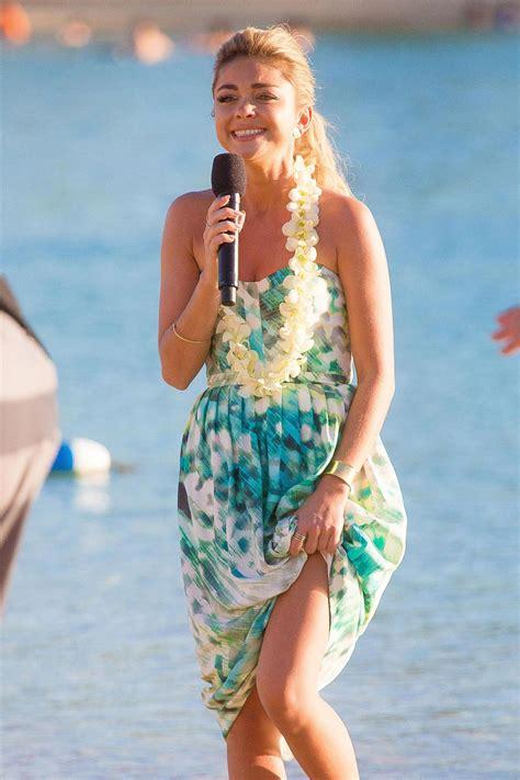 sarah hyland christmas sarah hyland in hawaii filming a disney christmas