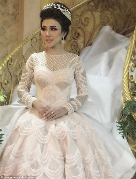 Wedding Dress Designer Indonesia by S Wedding Gown Sparks Social Media Frenzy
