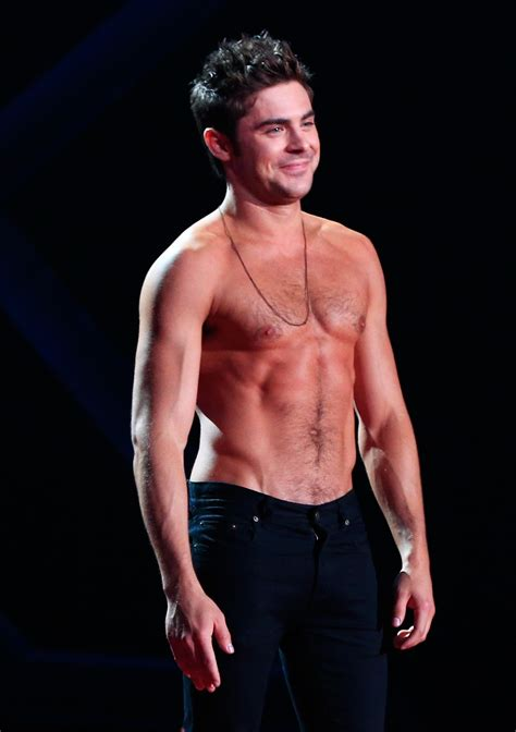 zac efron loses his shirt at mtv movie awards out magazine
