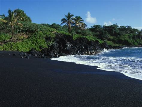 black sand beach the big island hi paul nicklen posters at allposters com