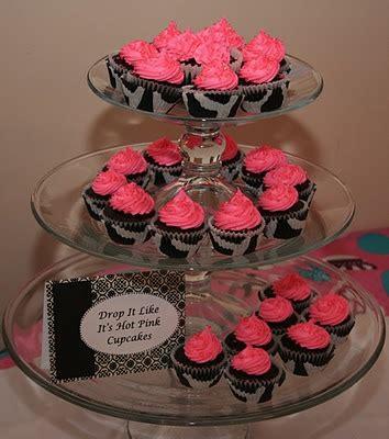 hot pink cupcakes ideas  pinterest zebra party foods pink zebra cakes  zebra