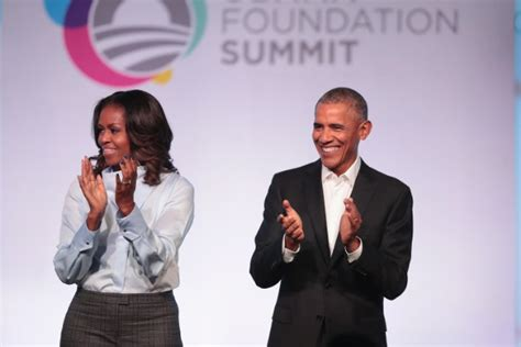 michelle obama netflix barack and michelle obama in talks with netflix for series