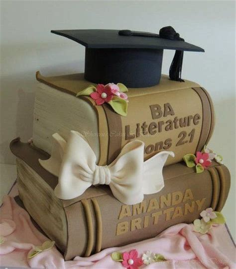 laurea lettere classiche torta per laurea 10 idee torta eleganti con pasta da