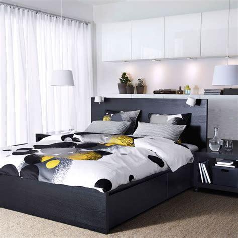 Ikea Bett Schwarzbraun by Ein Schlafzimmer Mit Malm Bettgestell Hoch Mit 4