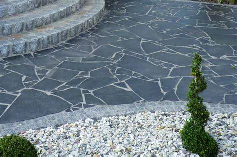 steinplatten reinigen balkon steinplatten terrassenboden materialien im 220 berblick