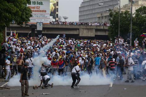 imagenes protestas en venezuela noticias de venezuela al menos dos muertos por disparos