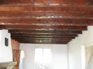 serpaize peinture murs et plafonds poutres bois par