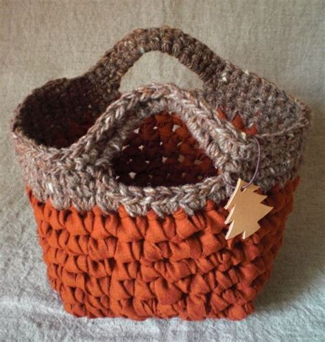 fabric yarn pattern crochet basket no translate option but an easy one to