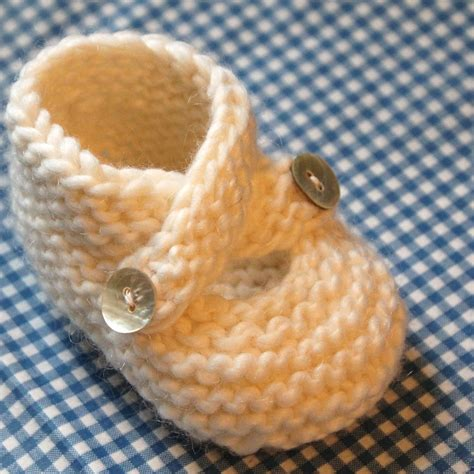easy knitting patterns baby booties pattern baby booties knitting pattern knit stitch only three