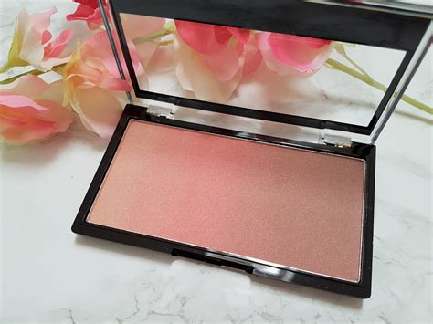 I Lighter Highlighter For The Web by Makeup Revolution Gradient Highlighters Quartz