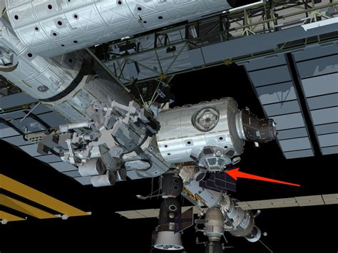 Cupola Iss by Gerst Waving In Iss Cupola Tiny Business Insider