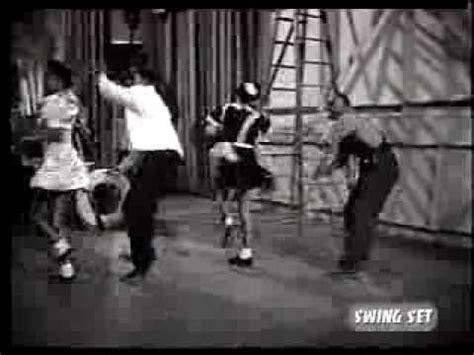 jurassic 5 swing set jurassic 5 swing set minden napra egy zene