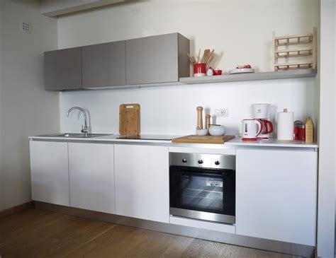 cucina semplice una cucina semplice ma funzionale per ospiti in dependance