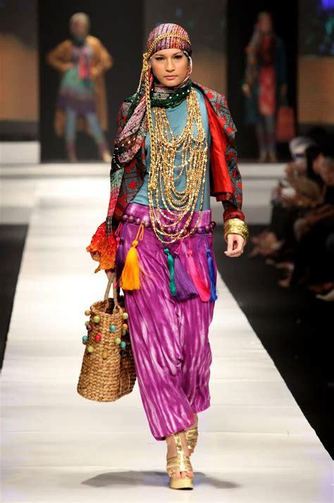 Menjadi Desainer Mode desain baju muslim debusana fashion