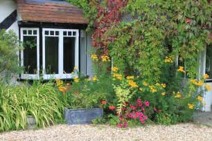 Small English Cottages the traditional cottage garden farthing corner bed