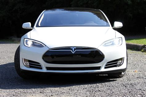 tesla model s front the tesla model s and ford model t kicked off revolutions