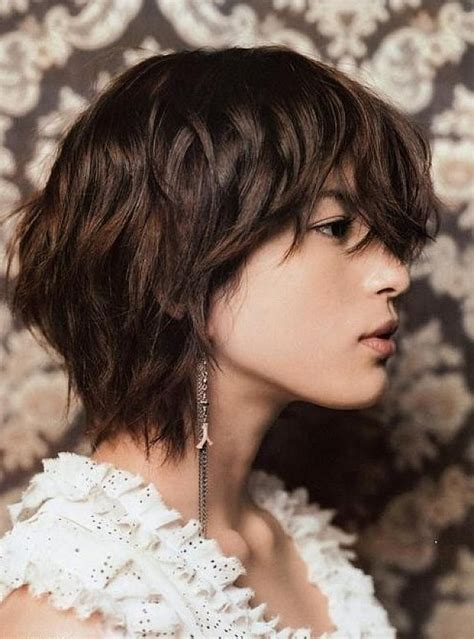 bouncy curly layered instruction haircuts 30 short wavy hairstyles for bouncy textured looks